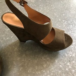 Shoes - Nine West Green Suede Wedge. SZ 7.5